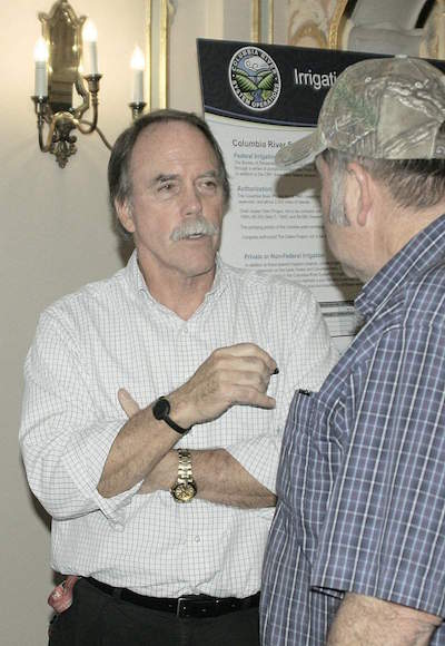 Hal Thomas with the U.S. Army Corps of Engineers speaks with farmer Mike LaShaw of Rockford, Wash., about navigation on the Columbia River during the scoping meeting Nov. 14 in Spokane.