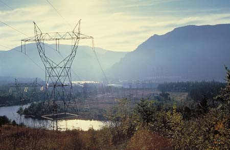 (Bonneville Power Administration) Power transmission line near Bonneville Dam
