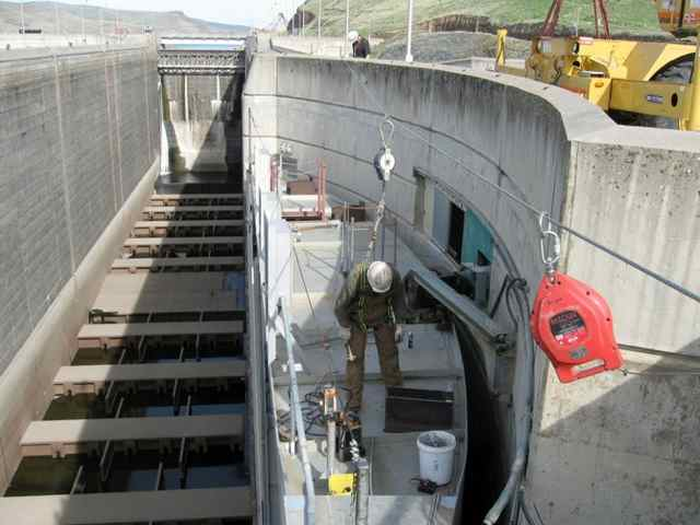 Workers prepare the downstream lock gate leaf at Little Goose Dam for removal of a cracked gudgeon assembly during repair work earlier this month. (ACOE photo)