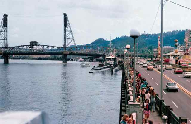 Portland Waterfront, old Harbor Drive, Hawthorne Bridge, Rose Festival, June 1971. (THOMAS ROBINSON photo)