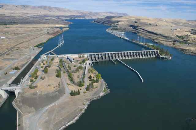 The Dalles Dam and Lock on the Columbia River.