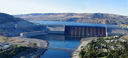 Grand Coulee Dam hydropower production dwarfs the hydropower output of the four Lower Snake River dams combined.(photo: Wikipedia Commons)