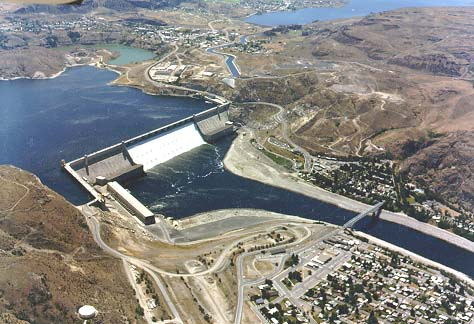 Grand Coulee Dam and Reservoir, when filled high enough, can pump water up to the Columbia Basin Project's Banks Lake.