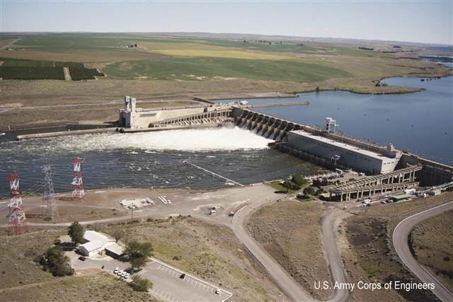 Ice Harbor Lock and Dam in Washington. (USACOE photo)