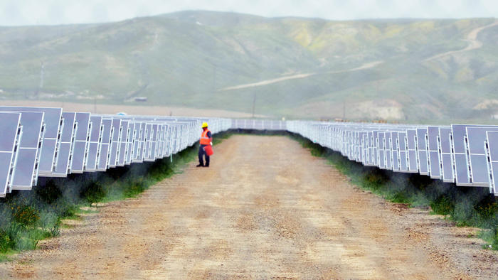 Google will invest $145 million in a Southern California solar farm project. (Apolinar Fonseca)