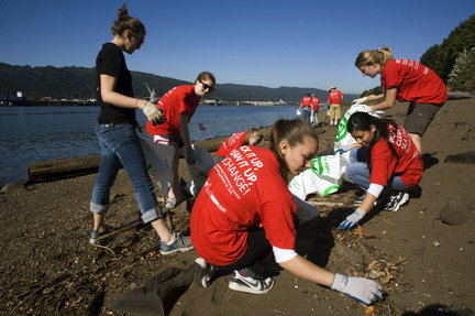 (Motoya Nakamura) Volunteers gathered at Swan Island and 159 other sites across the Northwest for SOLV's annual beach and inland water clean up.