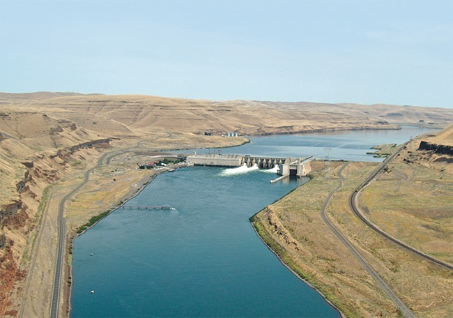 he Lower Monumental Dam on the Snake River, near Kahlotus, Washington.