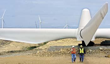 Bob Young, project construction manager for the White Creek One wind farm, chats with Cowlitz PUD spokesman Dave Andrew about the 148-foot wind turbine blades ready to be hoisted atop the turbine's steel tower in rural Klickitat County.