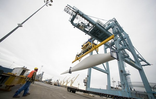 (Steven Lane) Wind turbine blades are unloaded at the Port of Vancouver.